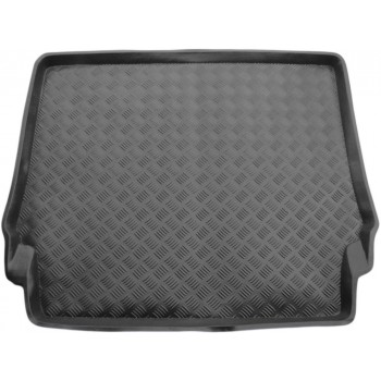 Mercedes W124 boot protector